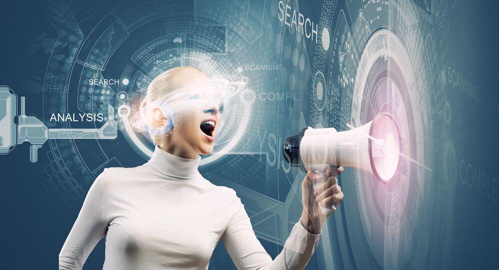 Dziewczyna z hologramem w nowej rzeczywistości