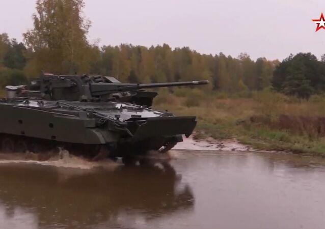 Unikalne kadry testowe najnowszego rosyjskiego wozu bojowego