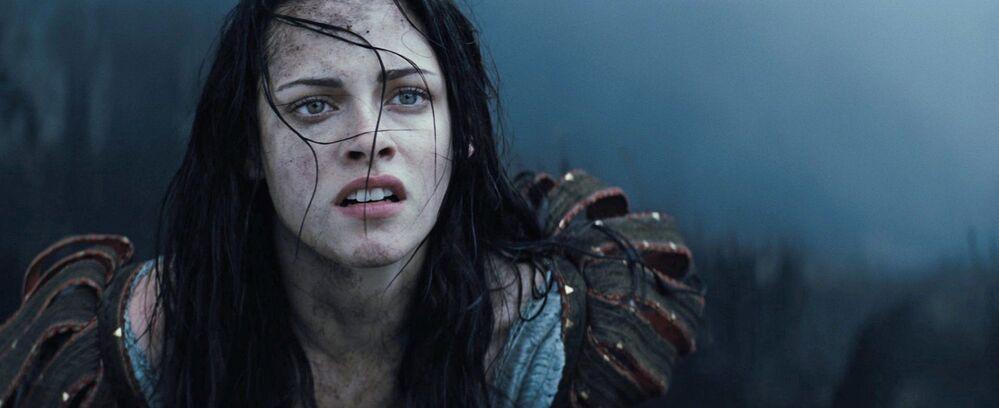 """Kristen Stewart w filmie """"Królewna Śnieżka i Łowca"""""""