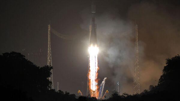 """Wystrzał rakiety nośnej """"Sojuz-ST"""" z kosmodromu Kourou w Gujanie Francuskiej - Sputnik Polska"""