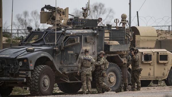 Amerykańscy wojskowi w bazie nieopodal złoża Omar - Sputnik Polska