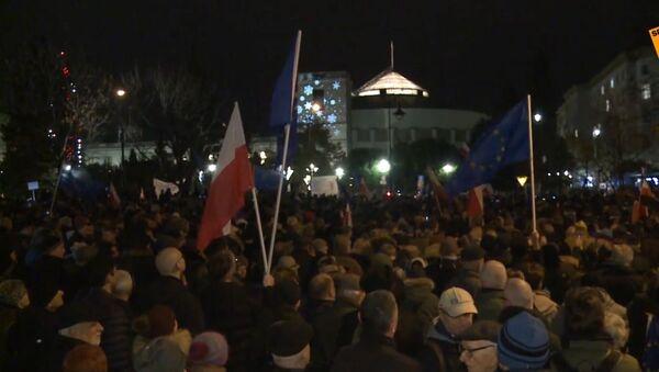 Warszawa: protesty przeciwko zmianom w sądownictwie - Sputnik Polska