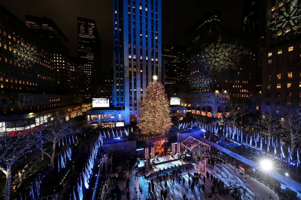 Choinka na placu przed Rockefeller Center w Nowym Jorku.