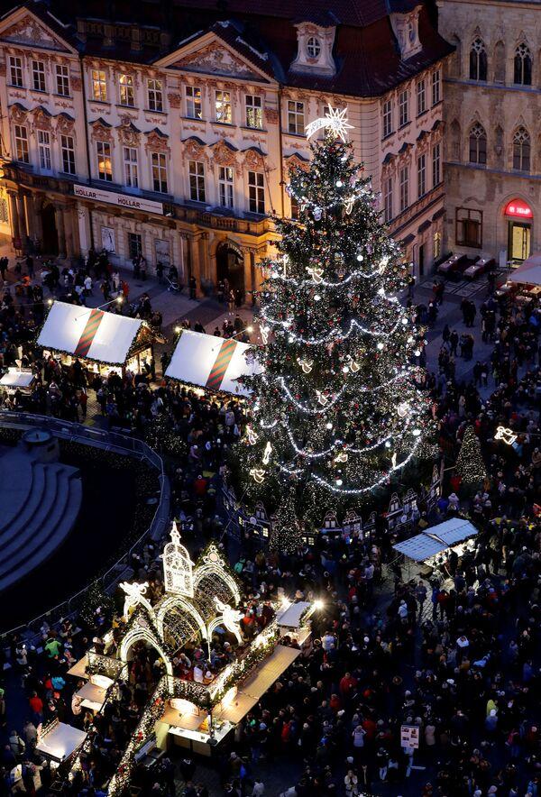 Jarmark bożonarodzeniowy na Rynku Staromiejskim w Pradze - Sputnik Polska