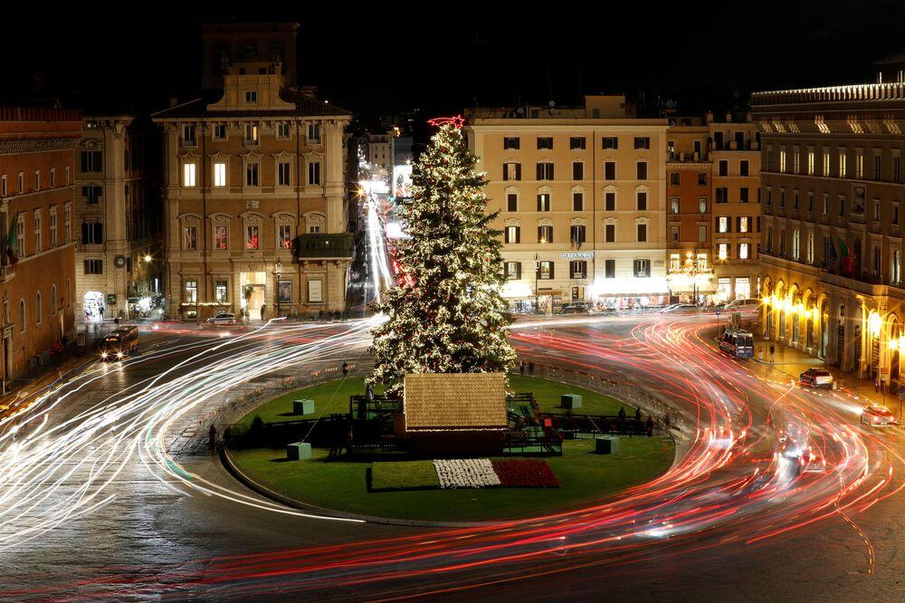 Choinka na Placu Weneckim w Rzymie.