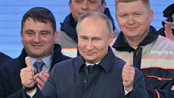 Prezydent Rosji Władimir Putin podczas ceremonii otwarcia ruchu kolejowego na Moście Krymskim  - Sputnik Polska
