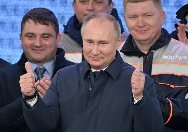 Prezydent Rosji Władimir Putin podczas ceremonii otwarcia ruchu kolejowego na Moście Krymskim