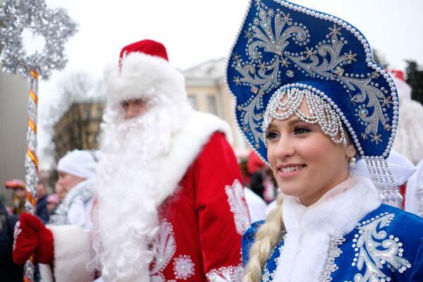Dziadek Mróz i Śnieżynka - Sputnik Polska