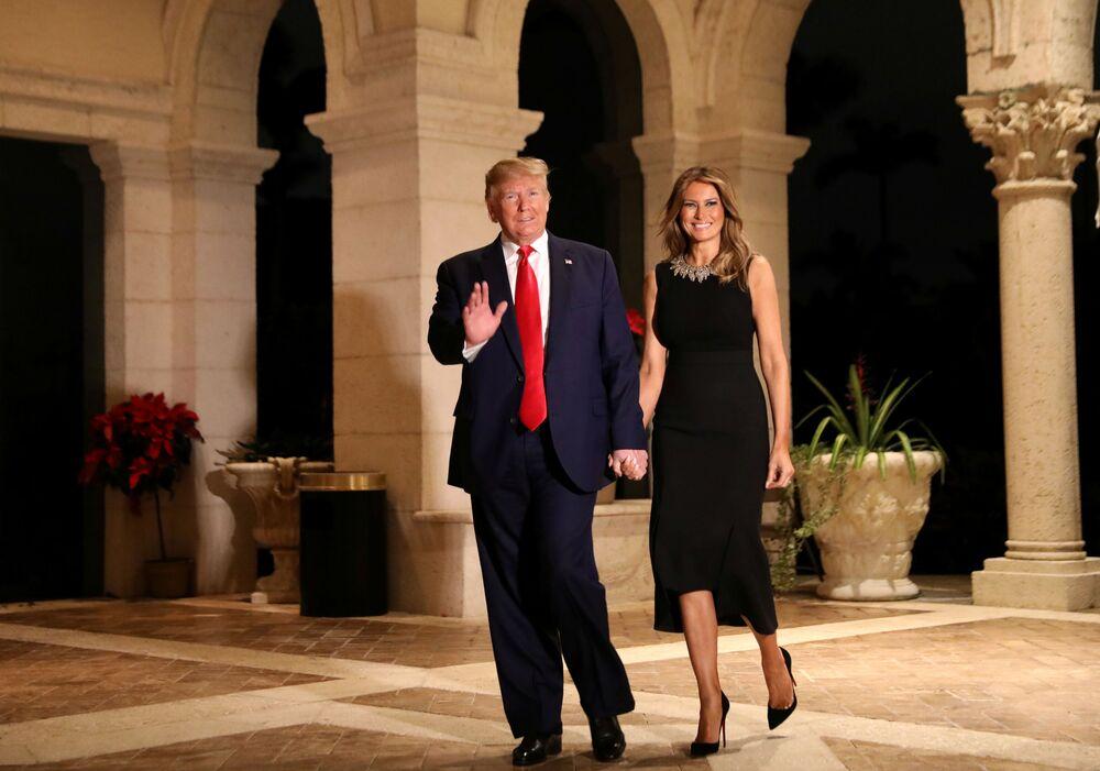 Amerykański prezydent z żoną podczas świątecznego przyjęcia w Palm Beach