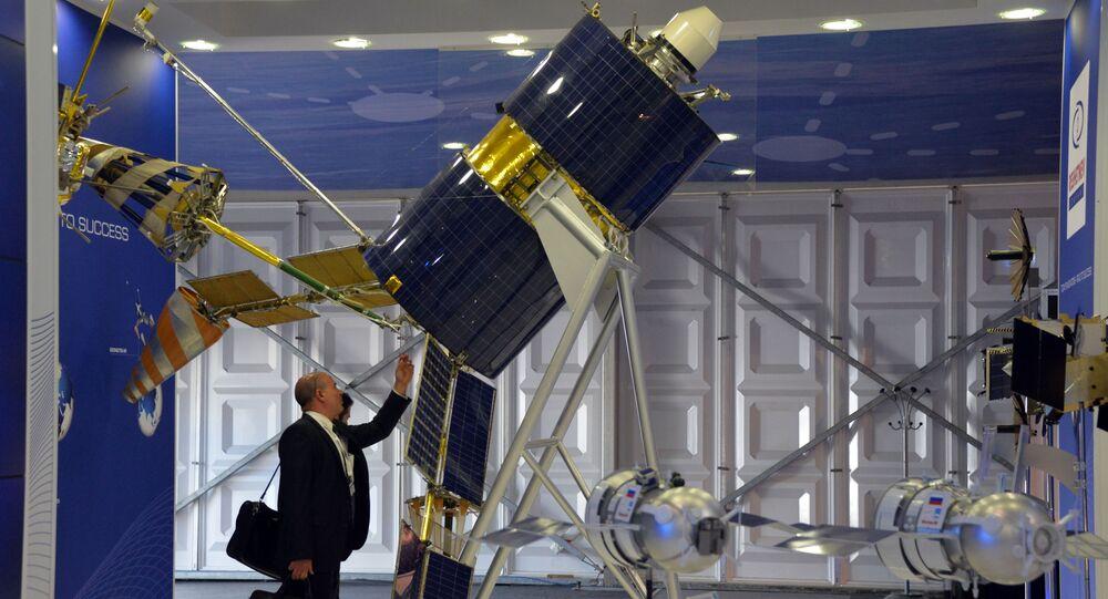 """Aparat kosmiczny """"Goniec-M"""" na Międzynarodowym Salonie Lotniczym i Kosmicznym Farnborough-2014"""