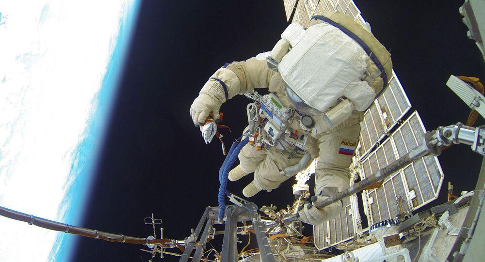 Wyjście w otwartą przestrzeń kosmiczna rosyjskich astronautów