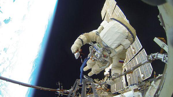 Wyjście w otwartą przestrzeń kosmiczna rosyjskich astronautów - Sputnik Polska