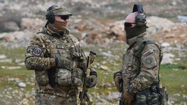 Rosyjscy doradcy wojskowi w jednym z obozów treningowych w Syrii. - Sputnik Polska