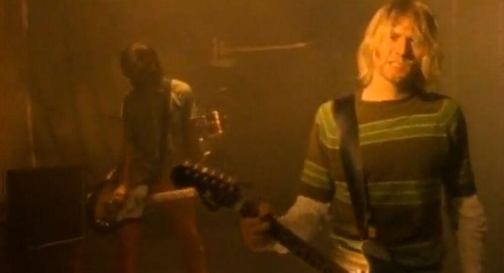 Kadr z teledysku Smells Like Teen Spirit