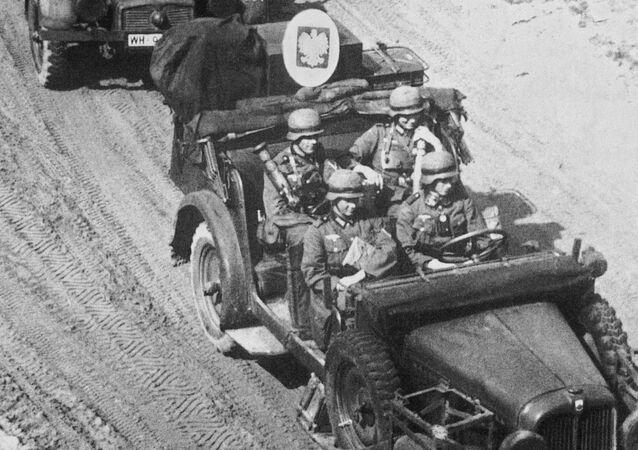 Wojska niemieckie atakują Polskę, rozpoczynając II wojnę światową w Europie