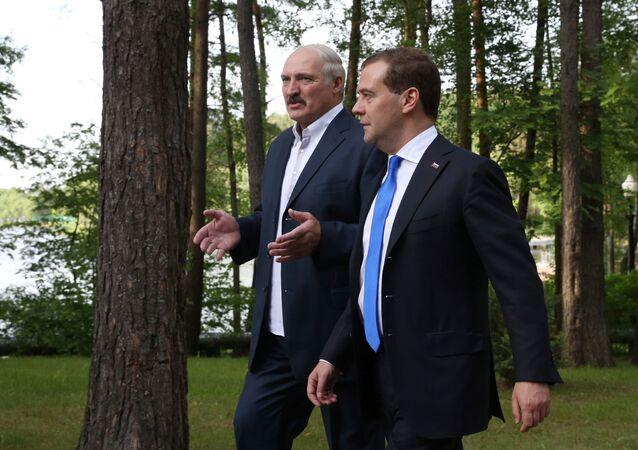 Szef rosyjskiego rządu Dmitrij Miedwiediew i prezydent Białorusi Alaksandr Łukaszenka w rezydencji Zaslawl na Białorusi