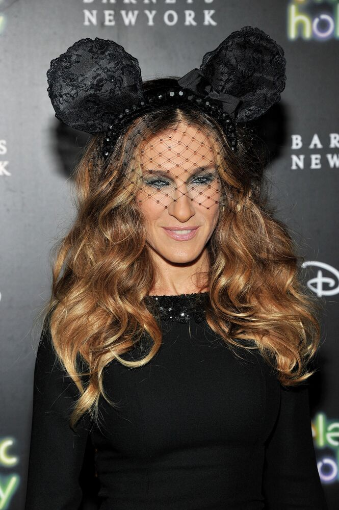 Sarah Jessica Parker podczas otwarcia Barneys New York i Disney Electric Holiday Window w Nowym Jorku