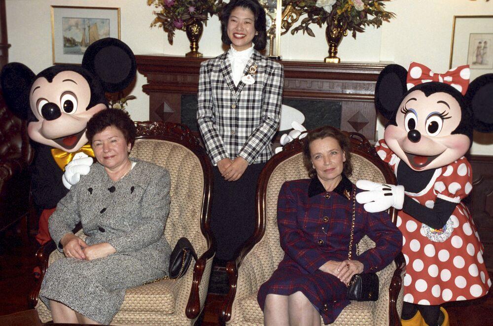Żona Borysa Jelcyna podczas wizyty w Disneylandzie w Tokio, 1993 rok