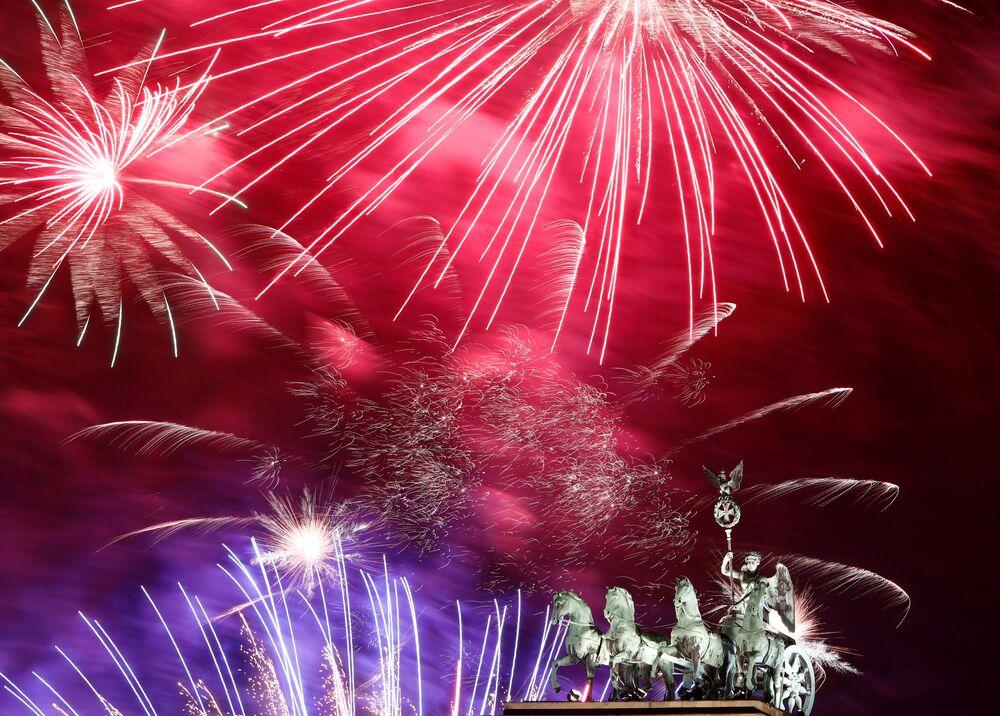 Fajerwerki na cześć Nowego Roku 2020 w Berlinie