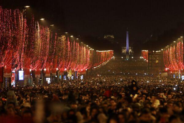 Nowy Rok w Paryżu - Sputnik Polska