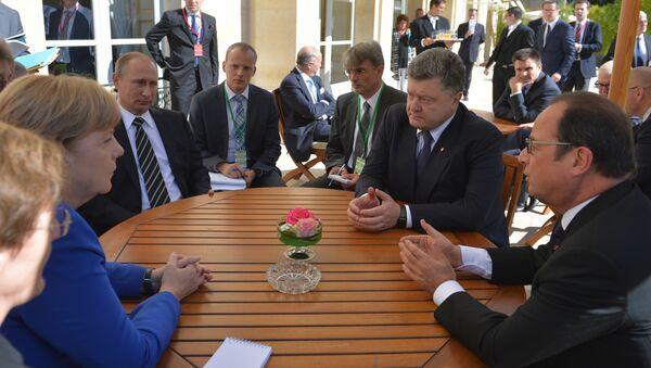 Czwórka normandzka: Angela Merkel, Władimir Putin, Piotr Poroshenko, Francois Hollande, Paryż, 2 października 2015 - Sputnik Polska