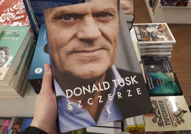 """Książka Donalda Tuska """"Szczerze"""""""