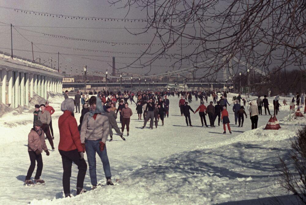 Lodowisko w parku Gorkiego w Moskwie