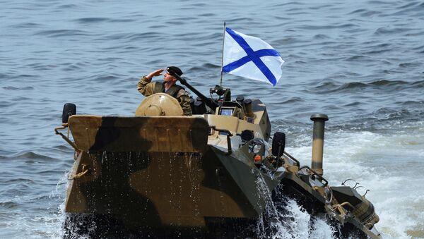 Desant roty piechoty morskiej Floty Oceanu Spokojnego z transportera opancerzonego BTR-82A we Władywostoku - Sputnik Polska