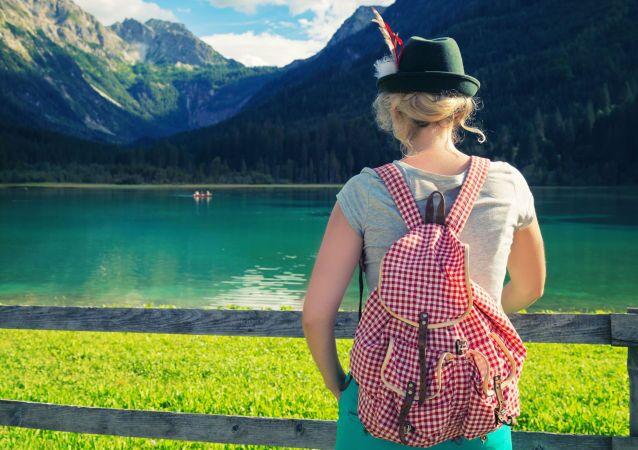 Turystka w Alpach.