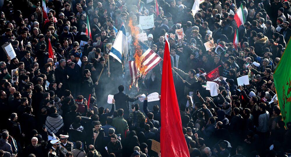 Irańczycy palą flagi Izraela i USA