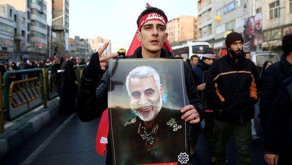 Marsz żałobny poświęcony irańskiemu generałowi Kasemowi Sulejmaniemu, który zginął w amerykańskim nalocie. - Sputnik Polska