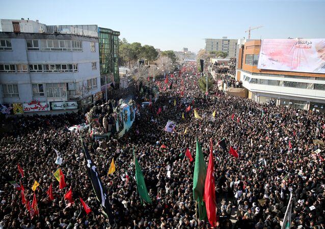 Ceremonia pożegnania zabitego generała Kasema Sulejmaniego w irańskim Kermanie