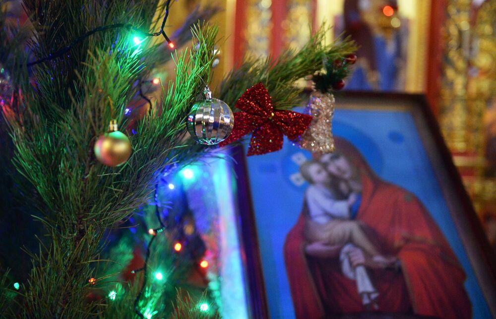 Liturgia bożonarodzeniowa w Cerkwi św. Michała Archanioła w Groznym.