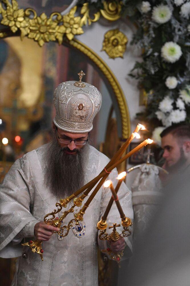 Zwierzchnik Cerkwi Zaśnięcia Bogurodzicy, arcybiskup Innocenty w czasie liturgii bożonarodzeniowej we Władywostoku.