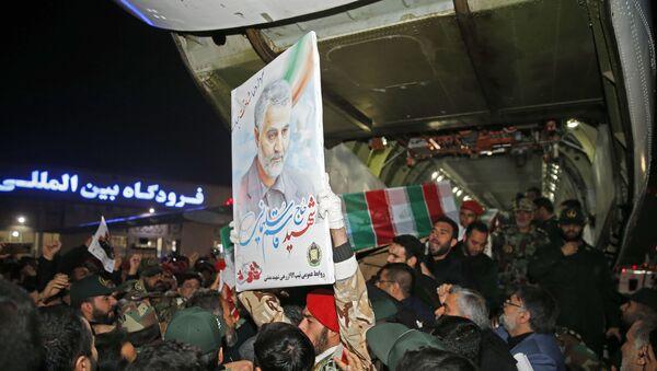 Portret generała Kasema Sulejmaniego w Iranie  - Sputnik Polska