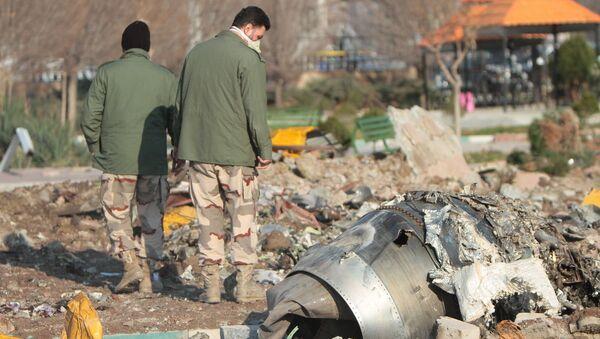 Na miejscu katastrofy samolotu pasażerskiego Boeing 737-800 Ukrainy - Sputnik Polska