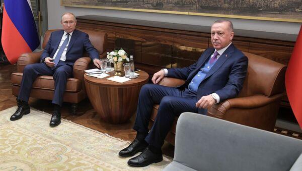 Prezydent Rosji WładimirPutin i prezydent Turcji Recep Tayyip Erdogan w czasie spotkania w Stambule - Sputnik Polska