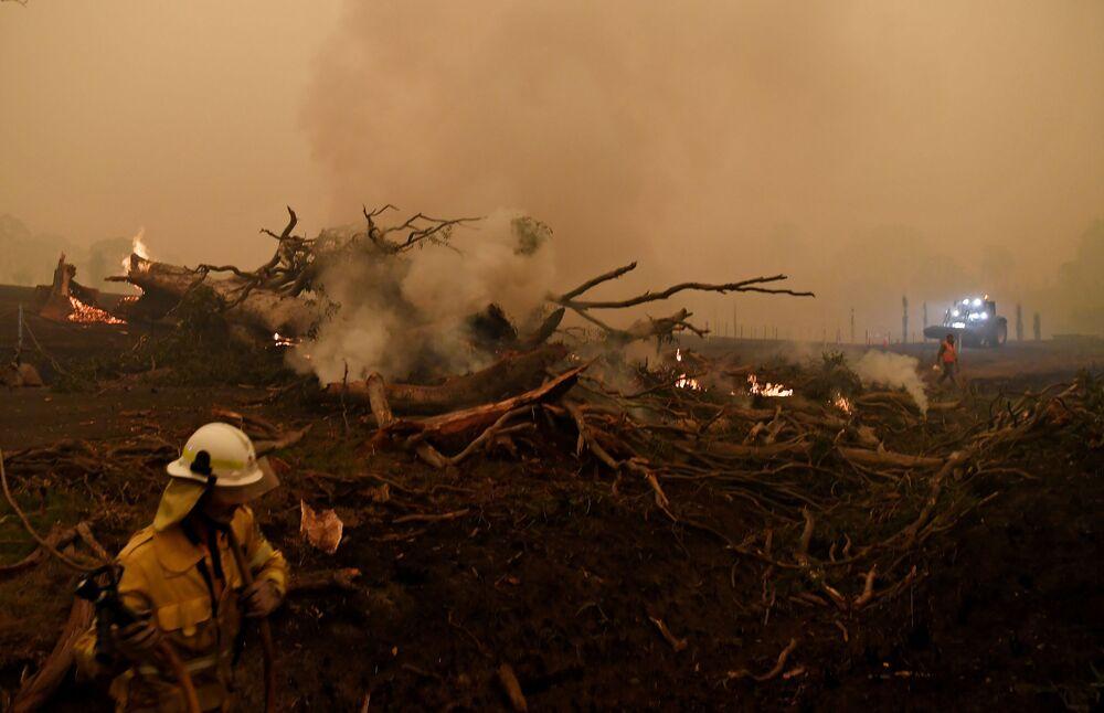 Gaszenie pożarów leśnych w Australii