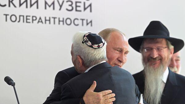 Prezydent Rosji Władimir Putin podczas wizyty w Muzeum Żydowskim - Sputnik Polska