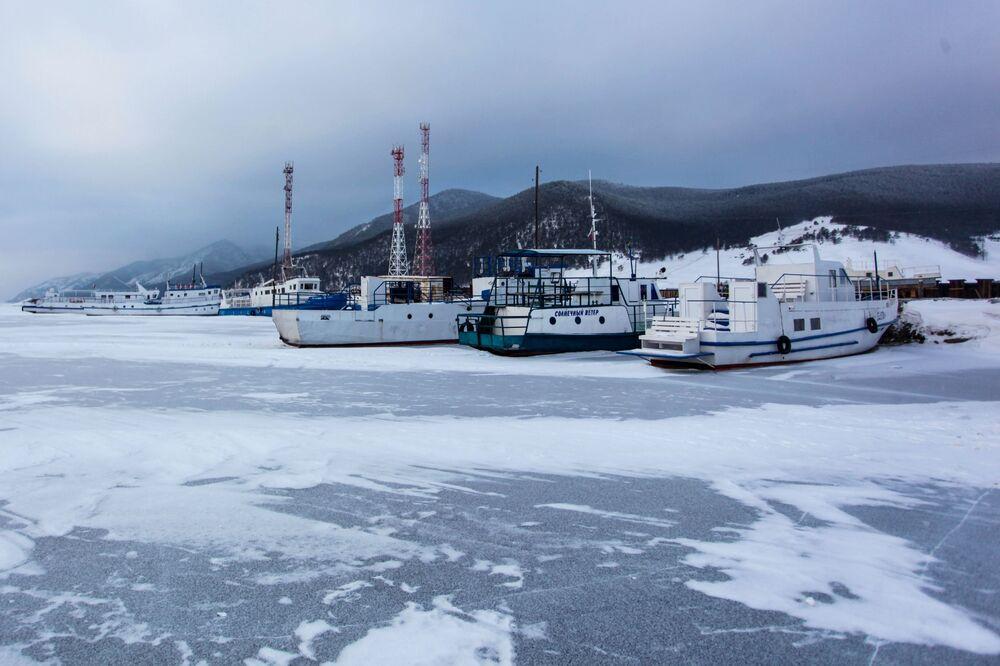 Statki na jeziorze Bajkał
