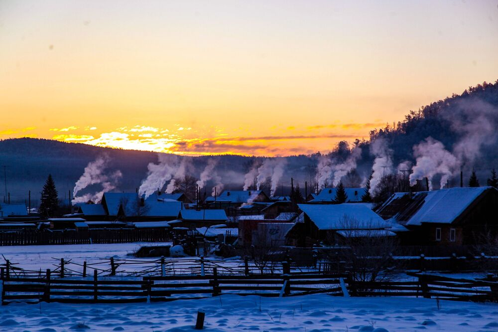 Bolszoje Gołoustnoje – wieś położona w obwodzie irkuckim w Rosji, na brzegu jeziora Bajkał