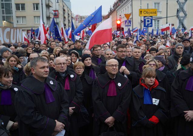 Protesty przeciwko reformie sądownictwa
