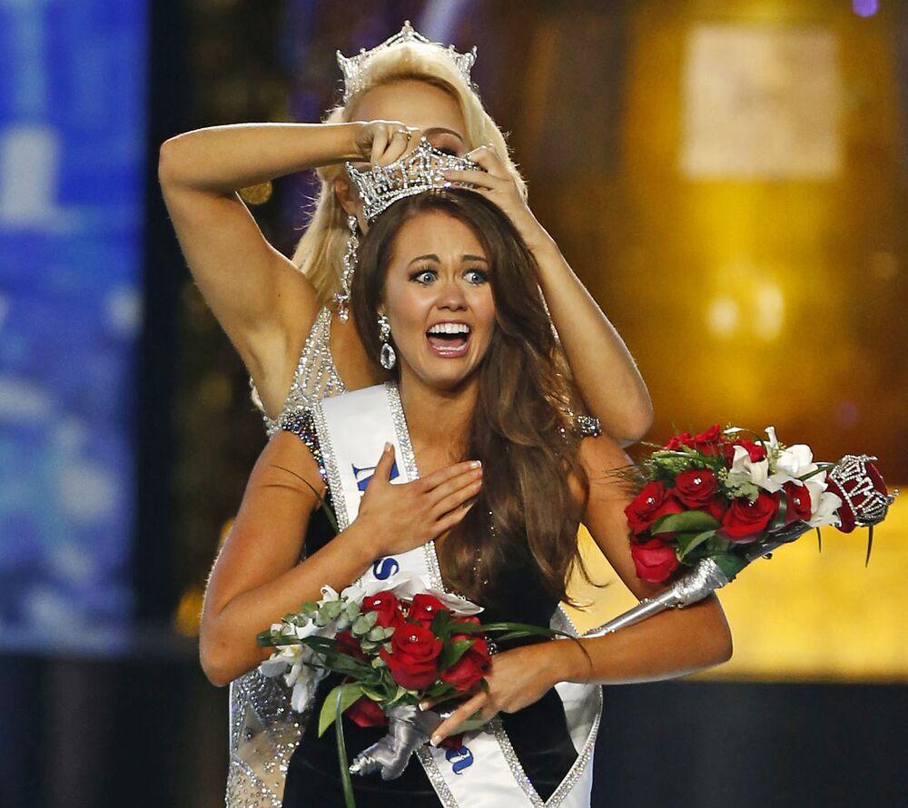 """Cara Mund, zwyciężczyni konkursu """"Miss America"""" w 2018 roku"""