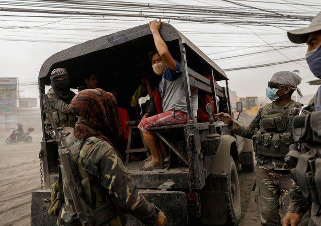 Ewakuacja mieszkańców Filipin  z powodu erupcji wulkanu Taal