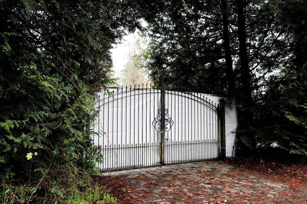 Brama willi w mieście Północny Saanich, gdzie mieszkali książę Harry z Meghan Markle.