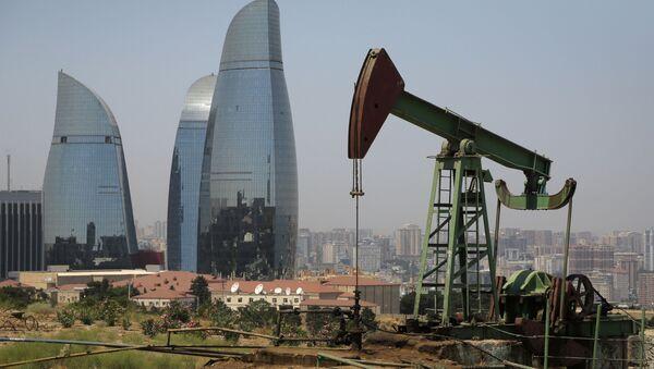 Kiwon na tle wieżowców w Baku - Sputnik Polska