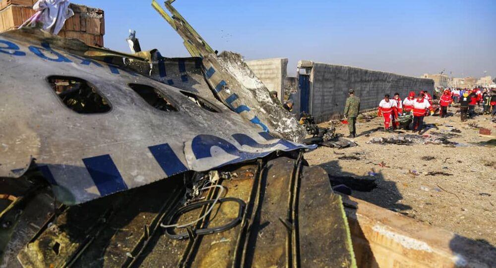 Na miejscu katastrofy samolotu pasażerskiego Ukrainy Boeinga 737-800 w Iranie