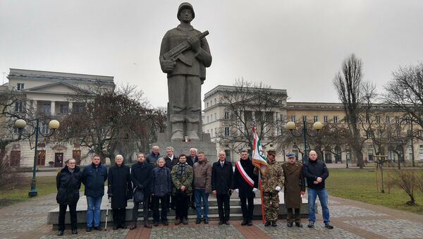 Pod pomnikiem I Armii Wojska Polskiego - Sputnik Polska