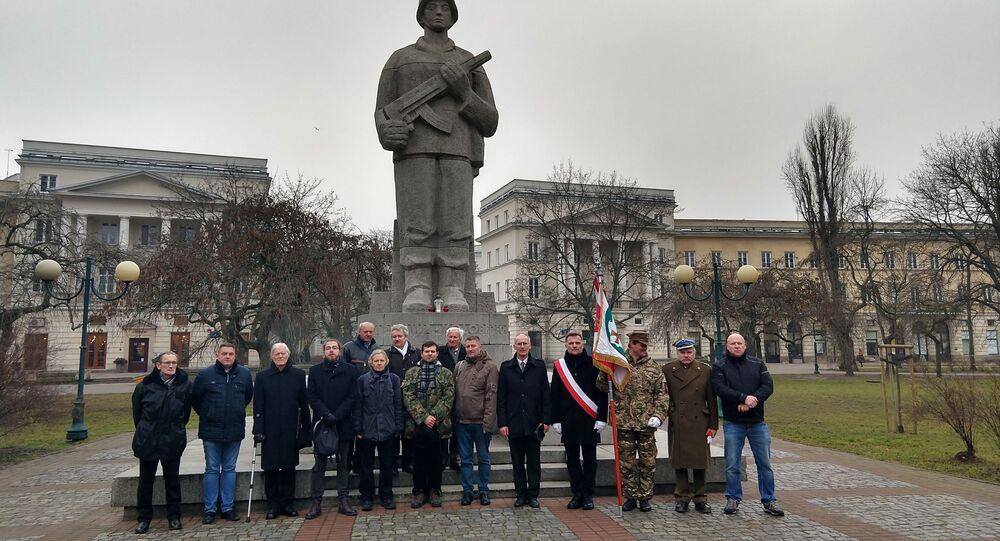 Pod pomnikiem I Armii Wojska Polskiego