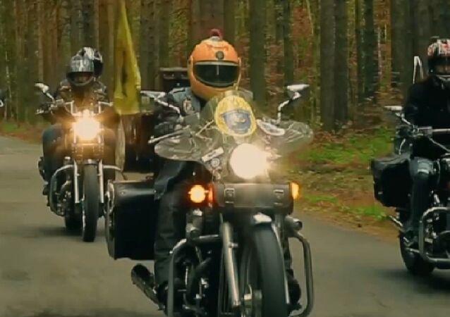 """Stalowe kobry"": Babcia na motocylku od 40 lat."